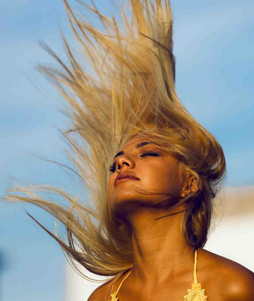Comment boucler ses cheveux avec un fer à friser