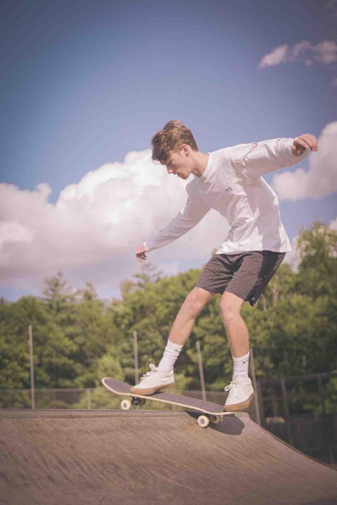 Comment faire un kickflip en skateboard